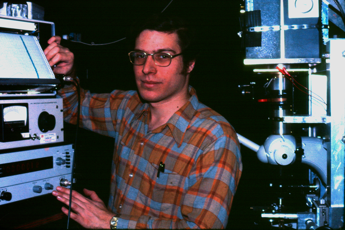Figure 1 - the author in the laboratory of Dr. Watt Webb in the Department of Applied Physics at Cornell University in 1975. (c) DE Wolf, 2013