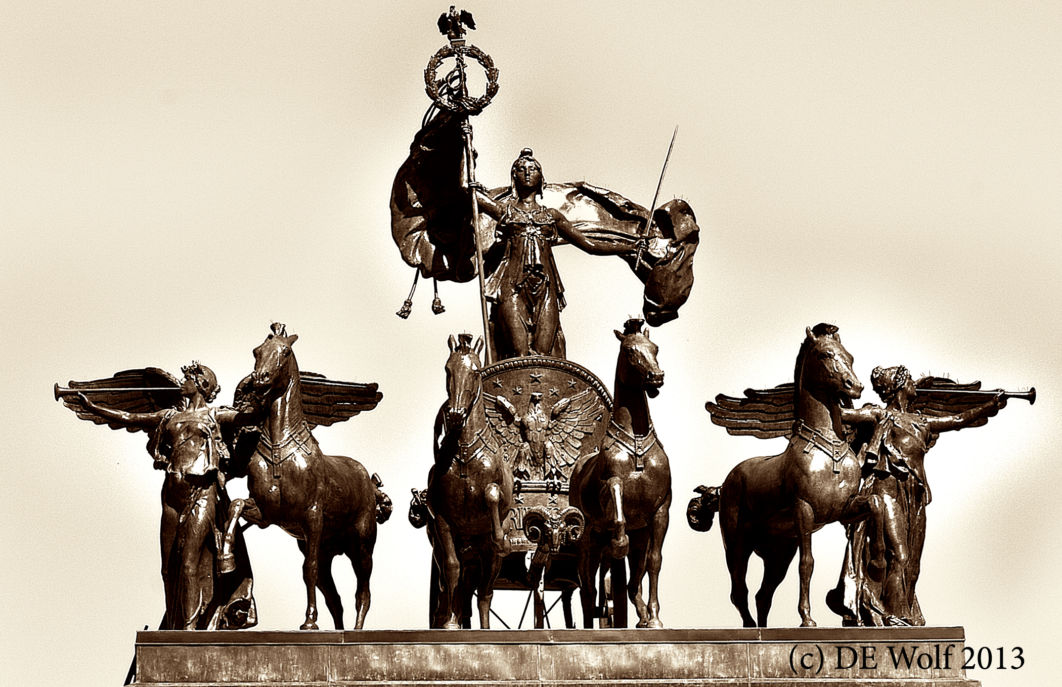 Figure 1 - Columbia and the victories atop the triumphal arch at Brooklyn's Grand Army Plaza, (c) DE Wolf 2013.