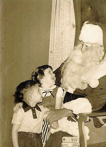 By King Prince (originally posted to Flickr as Santa Claus 1954-1) [CC BY-SA 2.0 (http://creativecommons.org/licenses/by-sa/2.0)], via Wikimedia Commons