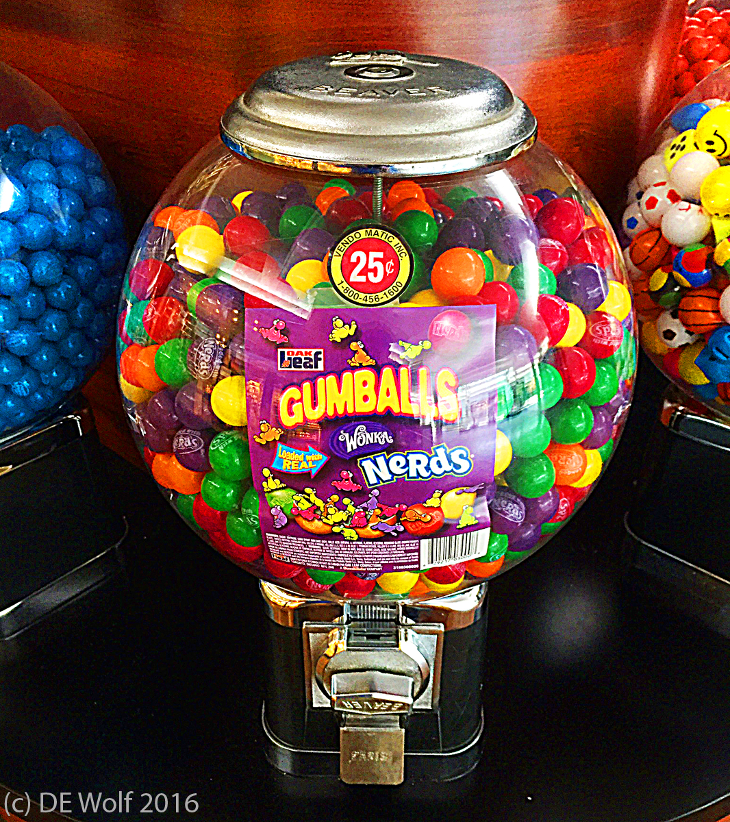 Figure 1 - Gumball machine. (c) DE Wolf 2016.