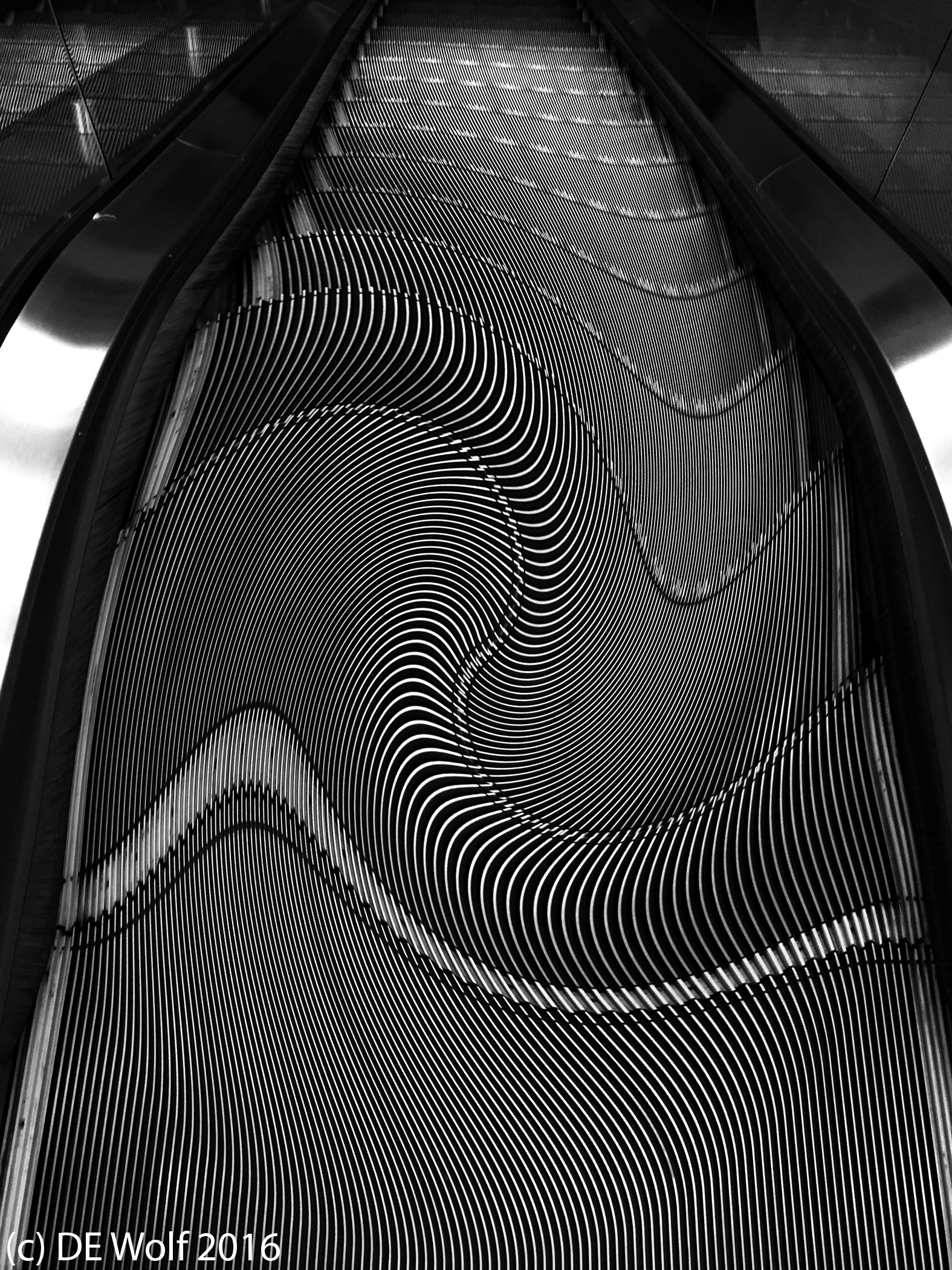 Figure 1 - Escalator with bifocals. Natick, MA, (c) DE Wolf 2016.