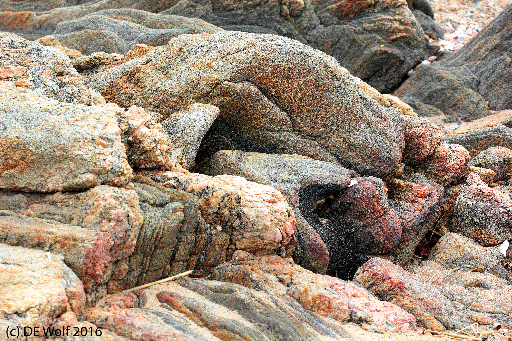 Figure 1 - Granites on the beach, Madison, CT. (c) DE Wolf 2016.