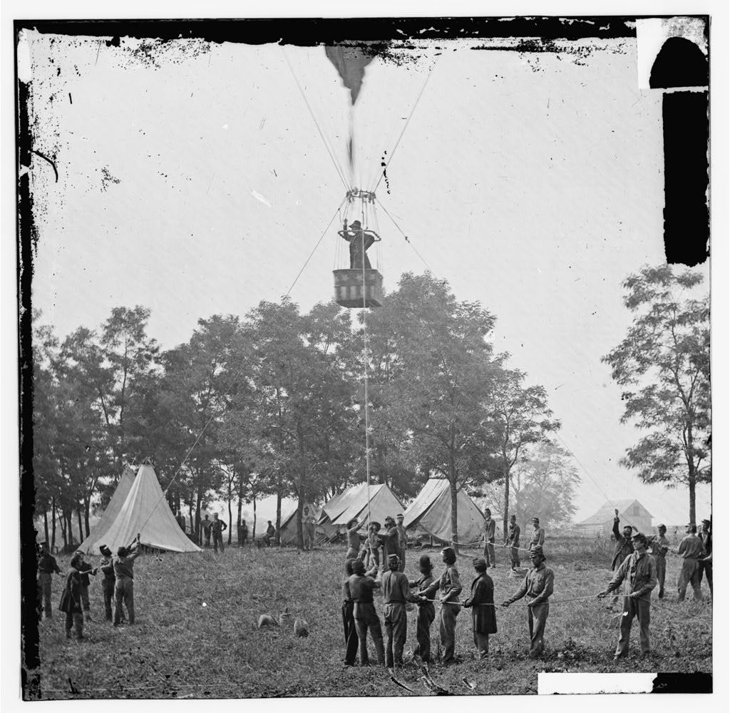 Figure 1 - Thadeus Lowe ascending in the Intrepid to observe the battle of Fair Oaks (VA), May 31, 1862. From the US LOC and in the public domain.